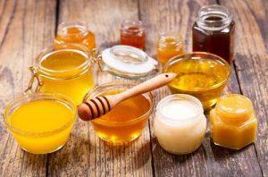 انواع عسل بستگی به گلهایی دارد که زنبور از آنها تغذیه میکند