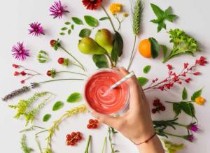 استفاده از میوه ها، گیاهان، و گل های معطر در ساخت عطرهای خوراکی